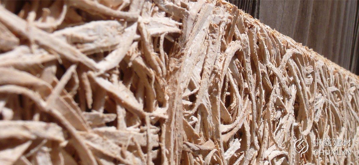 天然植物纖維自古以來就是絕佳的建築隔熱材料,鑽泥板不只滿足這一點,還克服木頭發霉、不耐風雨、蟲蛀等問題,礦化後的木絲能耐得住戶外氣候。