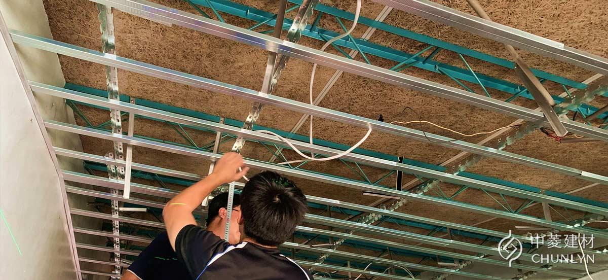 趁著更換頂樓天花板的同時,重新配置電燈線路。