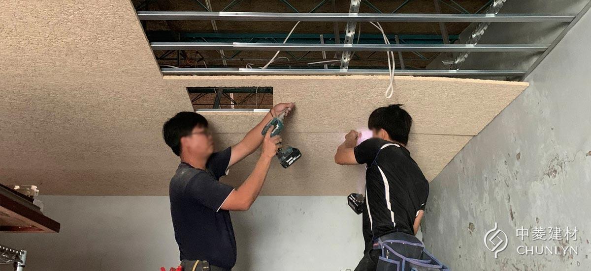 天花板裝潢DIY需要克服4大困難,建議交由專人施作。圖為使用鑽泥板大板片施作暗架天花板。