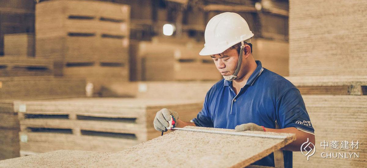 中菱建材擁有超過35年的木絲水泥板工藝經驗,標準化生產的鑽泥板,出廠的每一塊板材都是高品質保證。